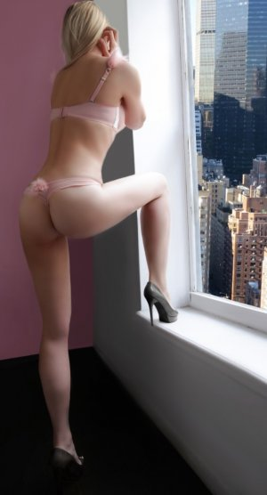 Ynaya live escort in Linden and thai massage