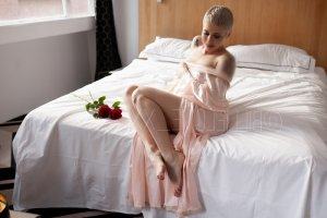 Mellila nuru massage in Marshfield